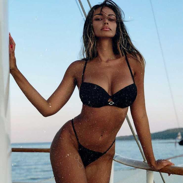 Mãdãlina Ghenea tits pics