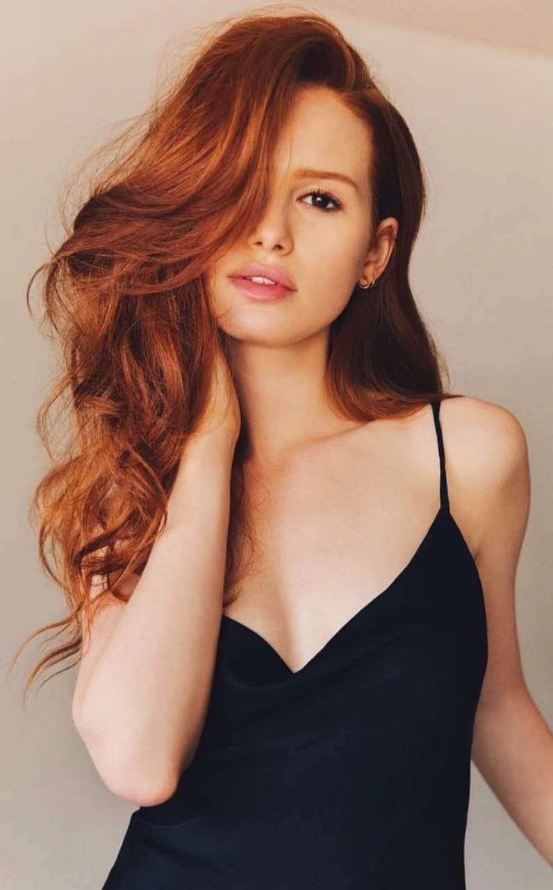 Madelaine Petsch sexy side boobs pics