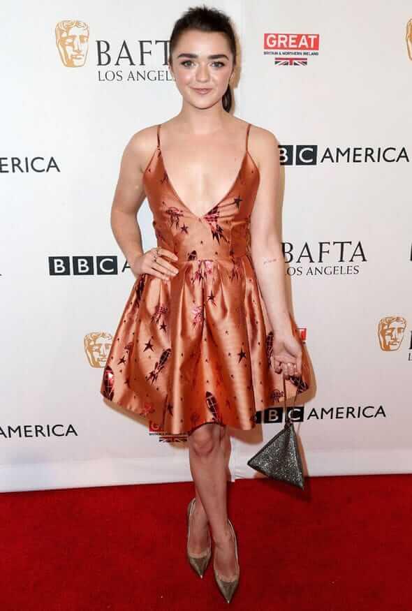 Maisie Williams sexy