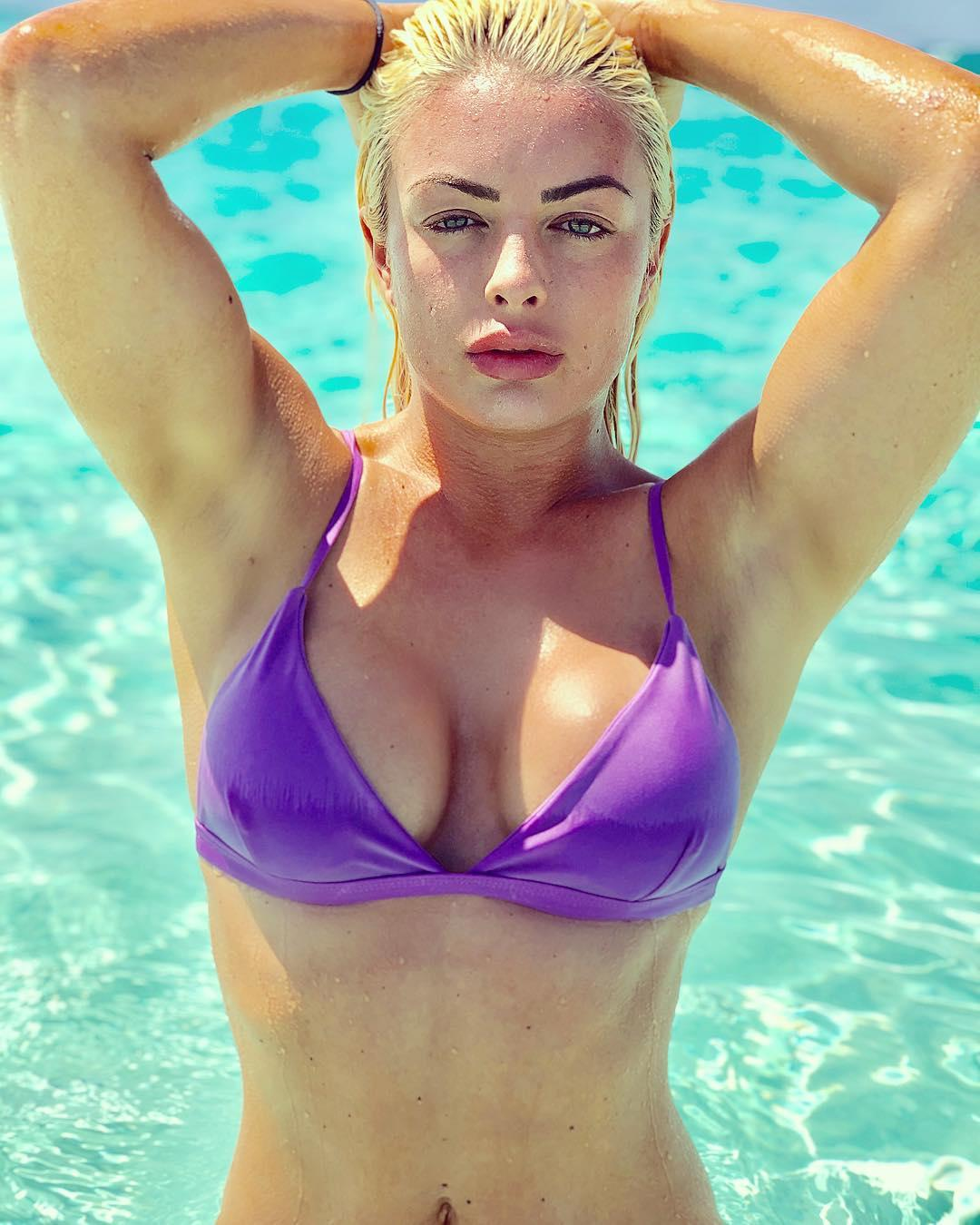 Mandy Rose sexy look pic