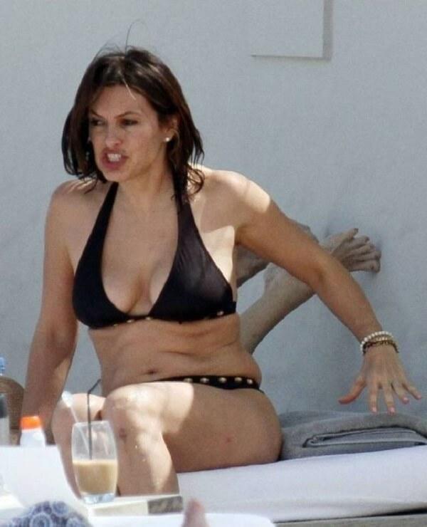 Mariska Hargitay hot cleavage pic