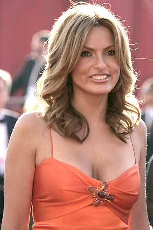 Mariska Hargitay sexy look