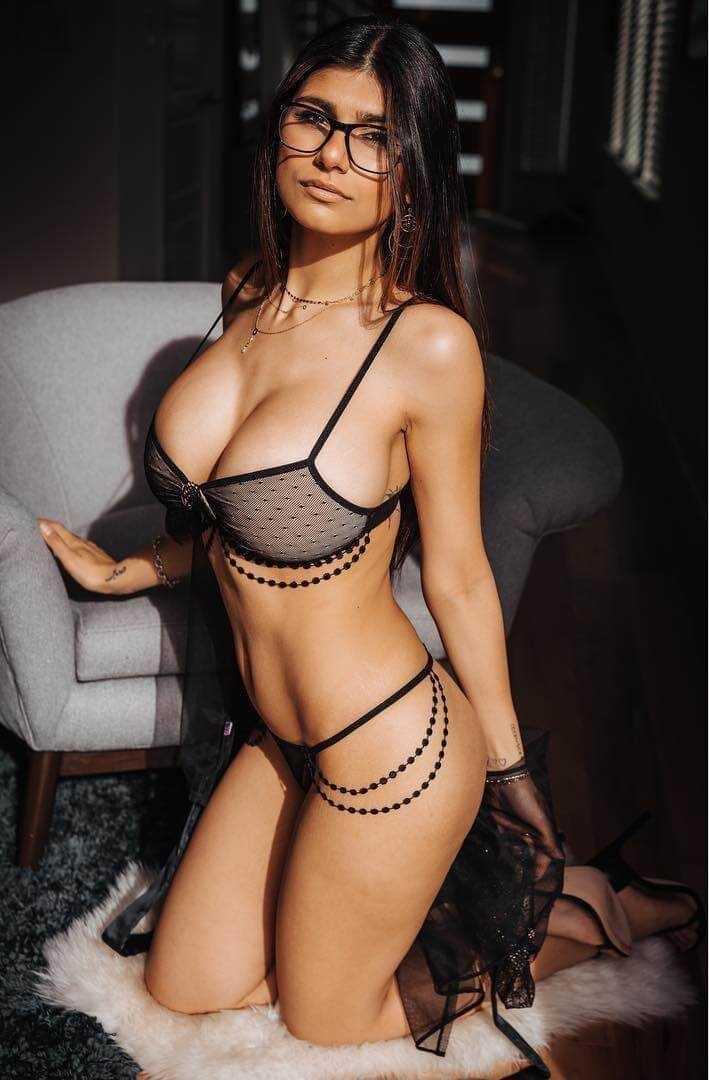 Mia Khalifa hot look pic