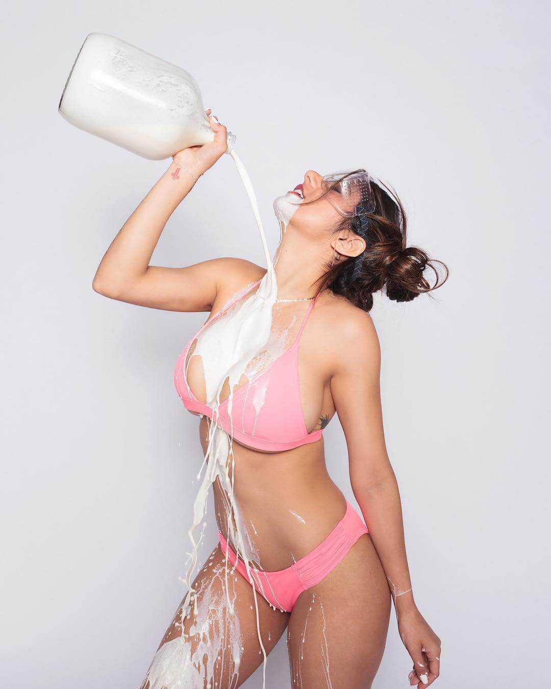 Mia Khalifa sexy look pic