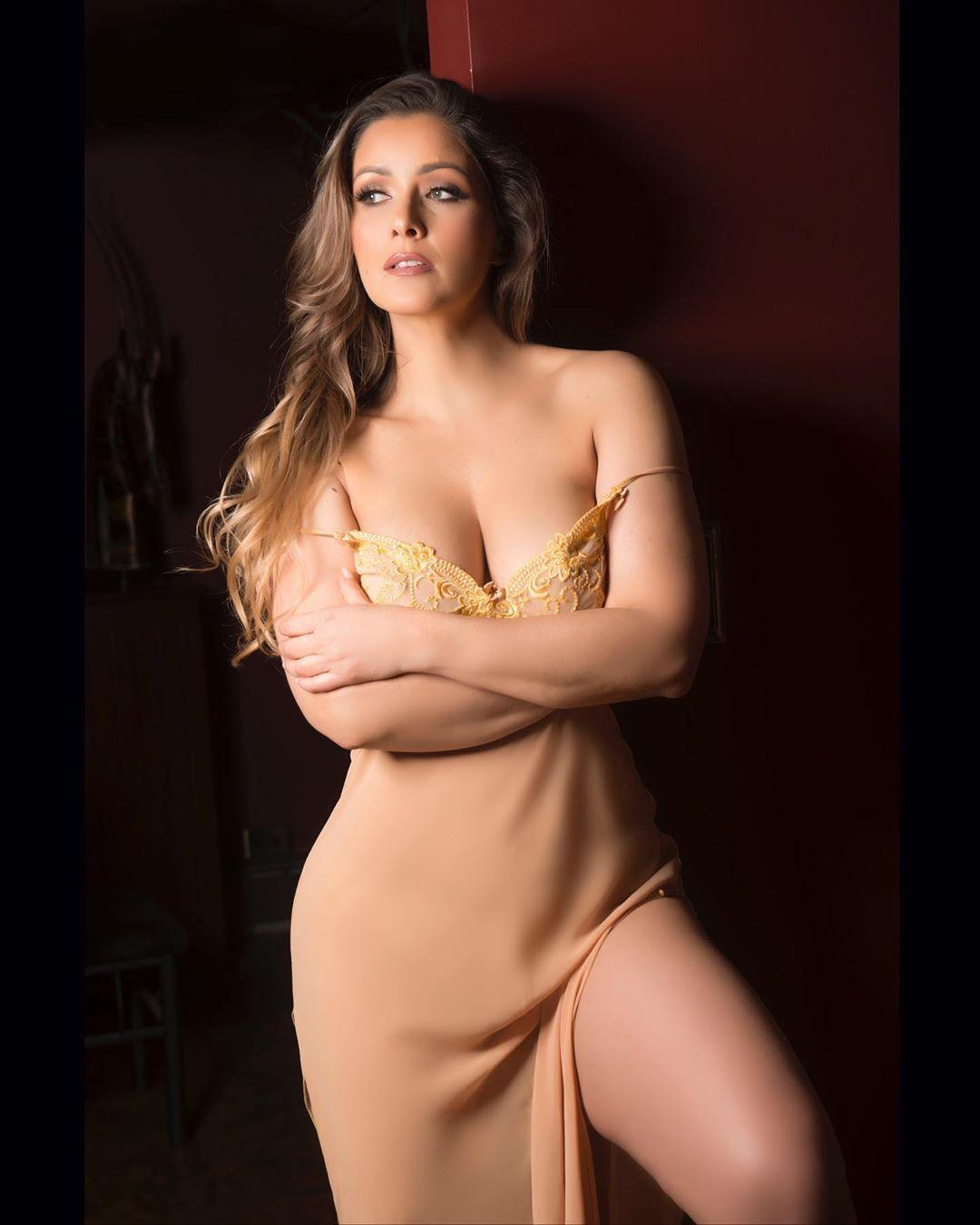 Nana Gouvea sexy look pics