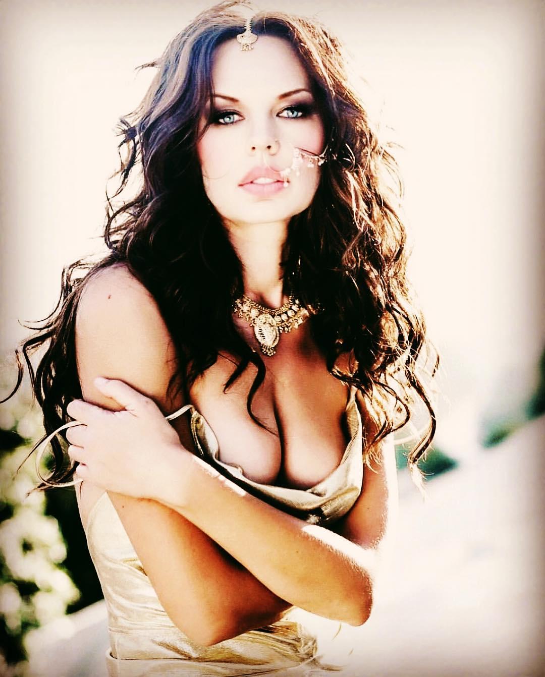 Natasha Alam sexy tits pics