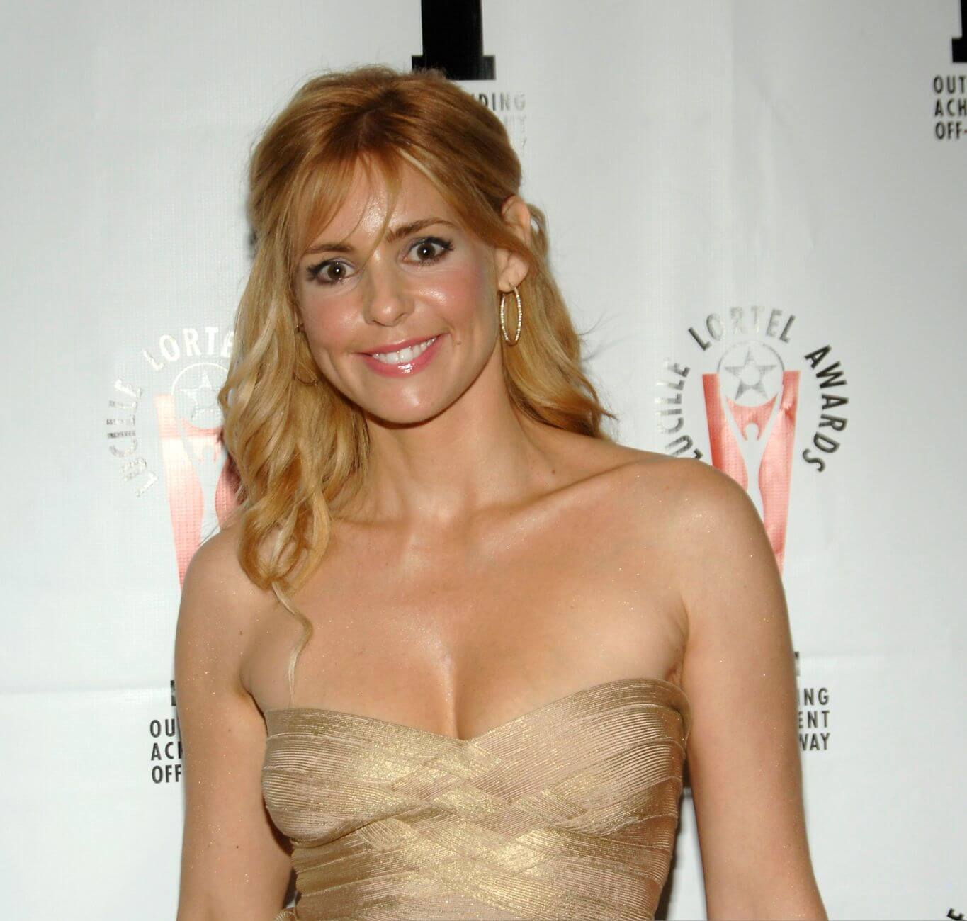 Olivia d'Abo hot cleavage pics