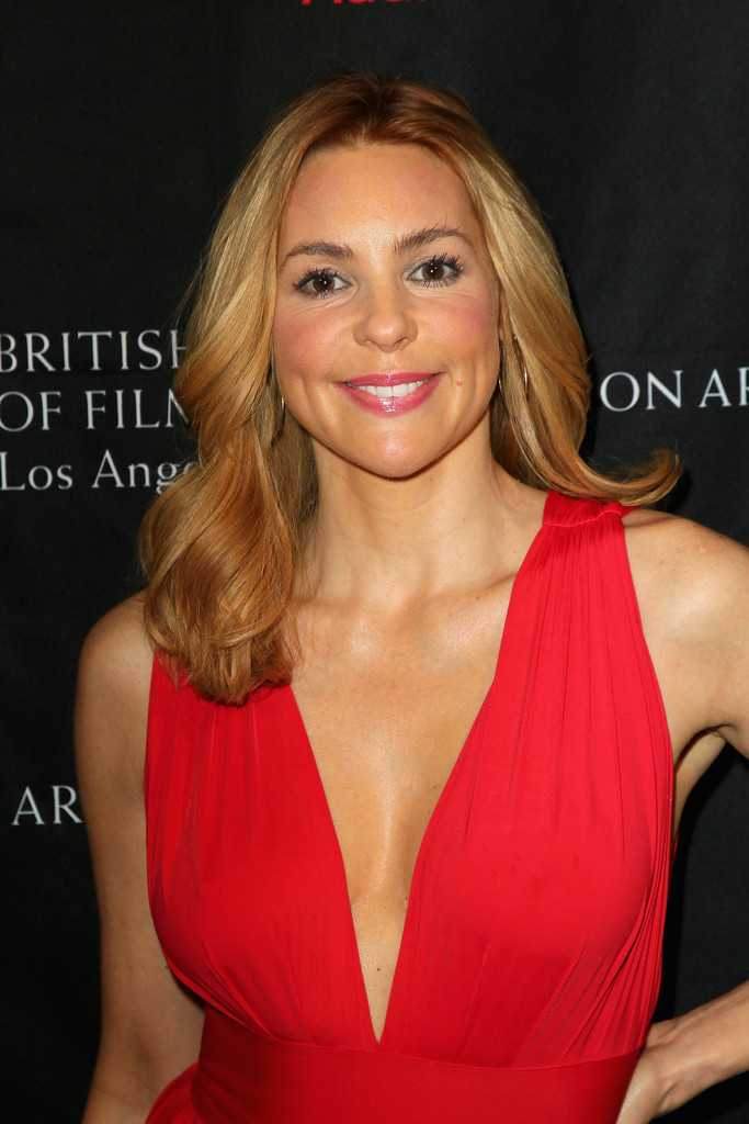 Olivia d'Abo sexy cleavage pics