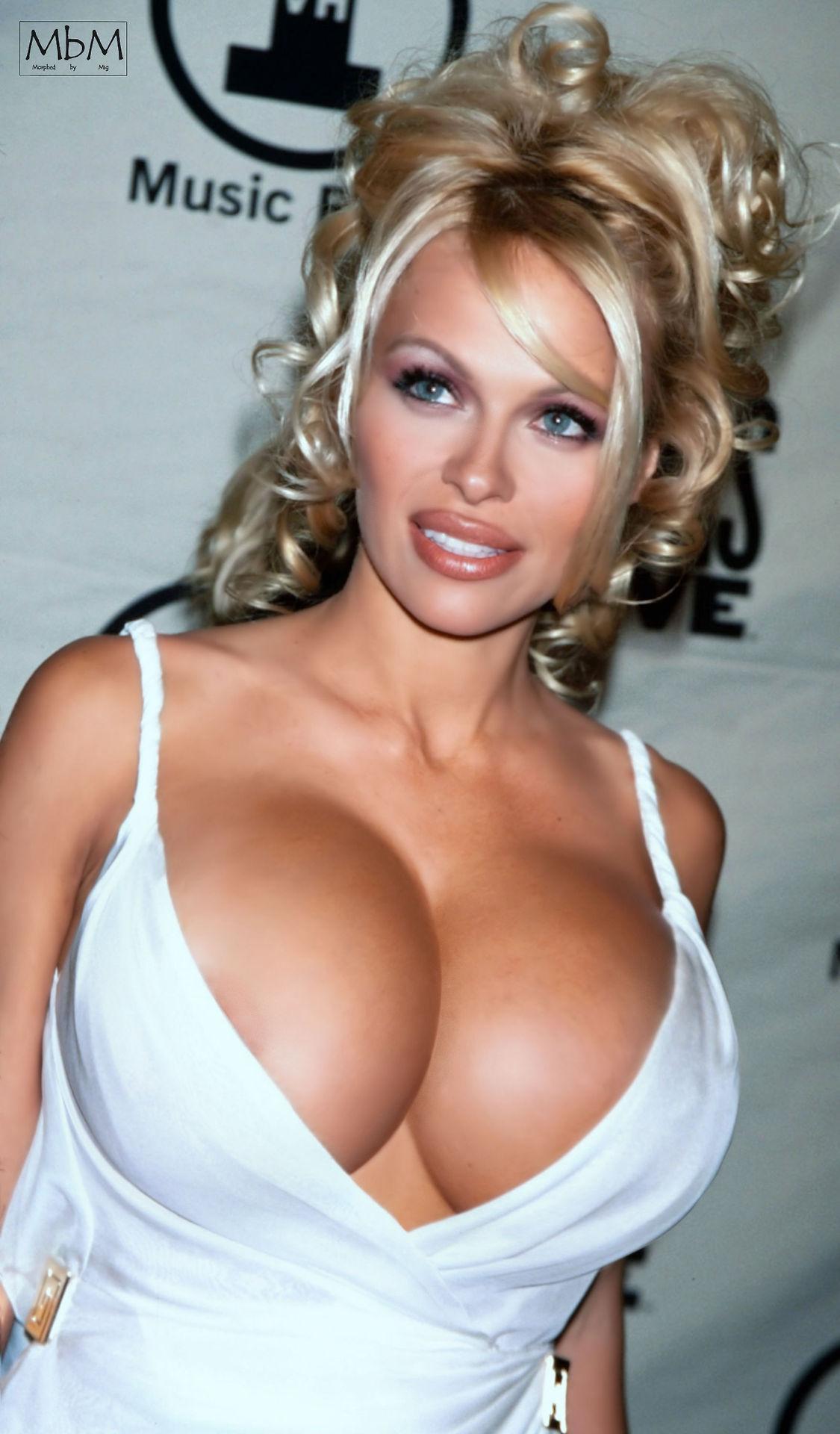 Pamela Anderson sexy tits pics