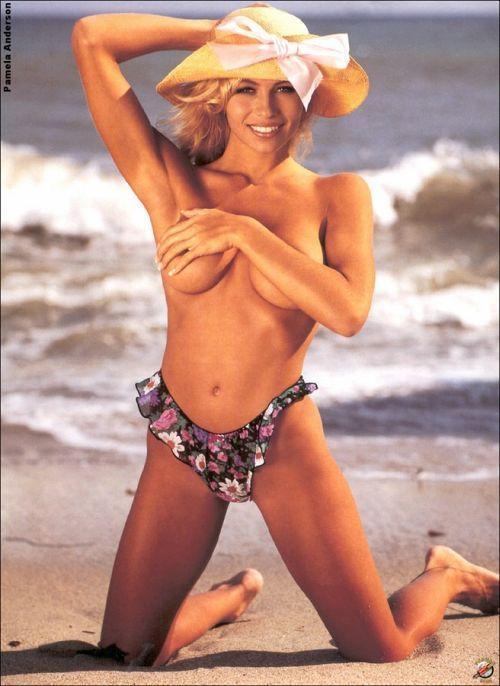 Pamela Anderson sexy topless pics