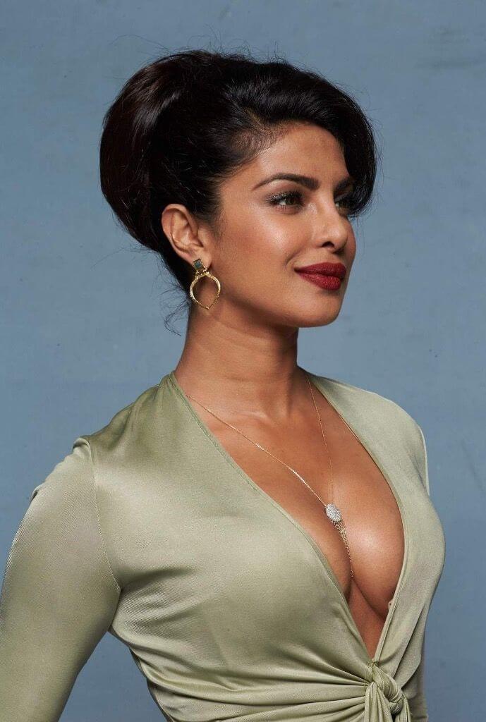 Priyanka Chopra hot look pic