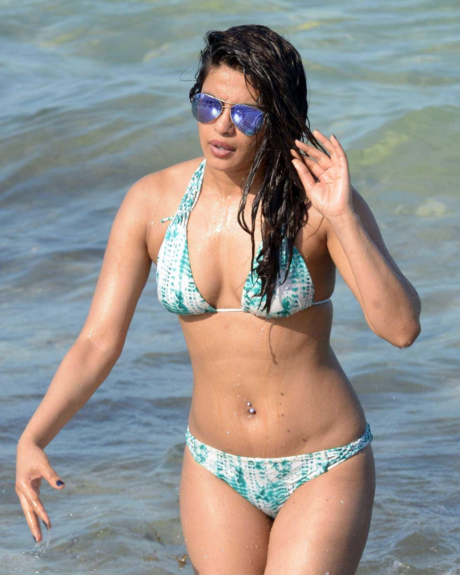 Priyanka Chopra hot look