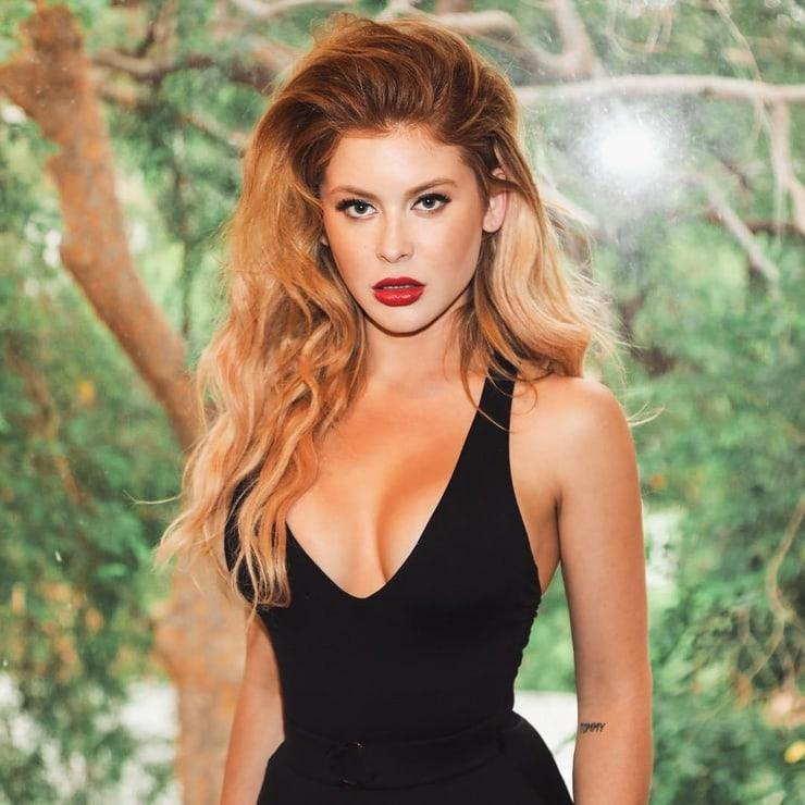 61 Sexiest Renee Olstead Boobs Pictures Will Make You Envy ...