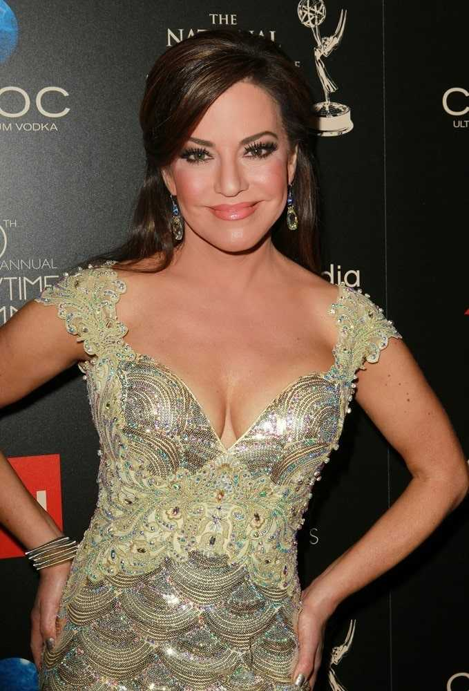 Robin Meade hot cleavage pic