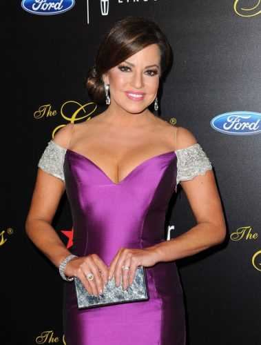 Robin Meade sexy cleavage pic