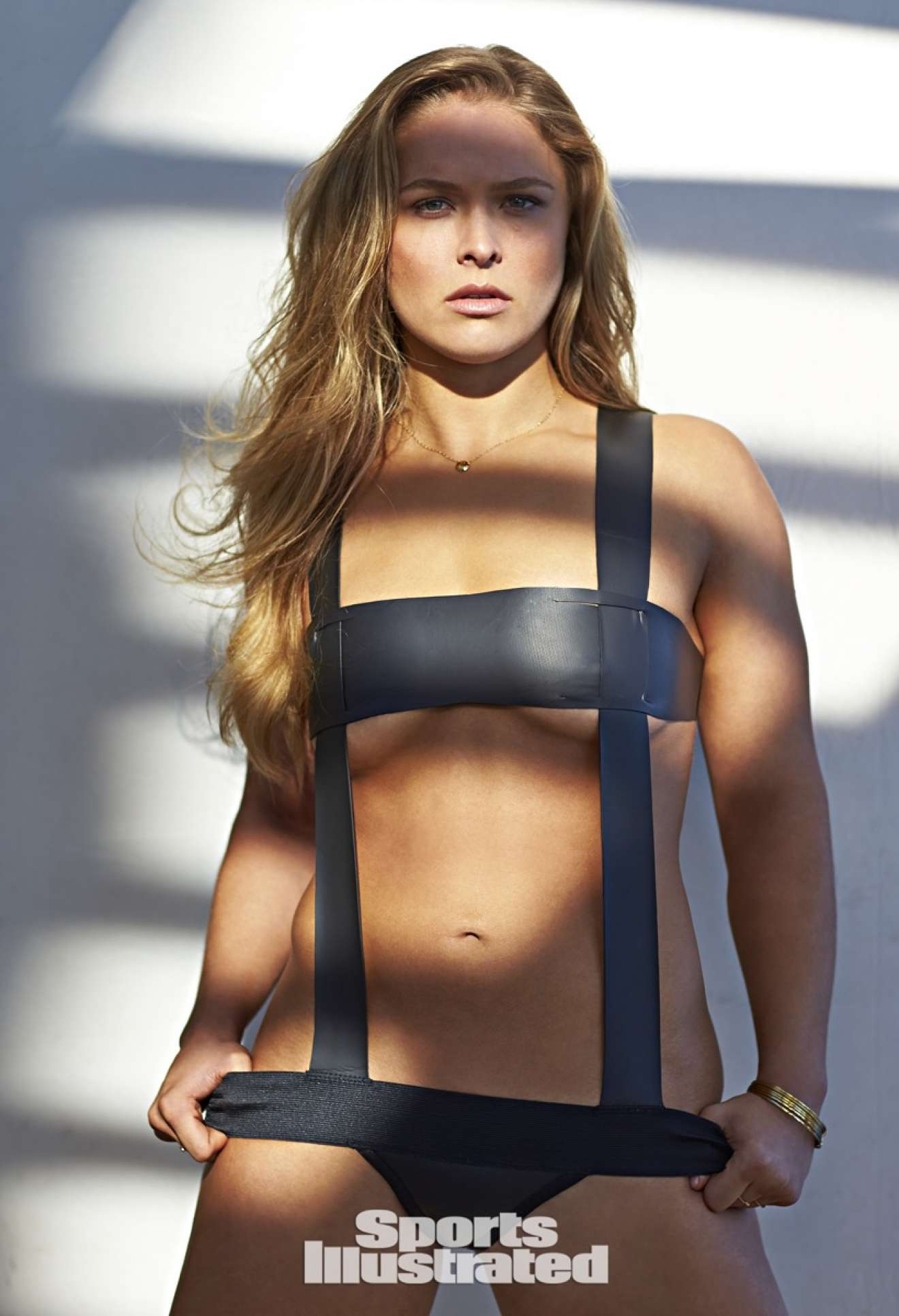Ronda Rousey sexy look pic