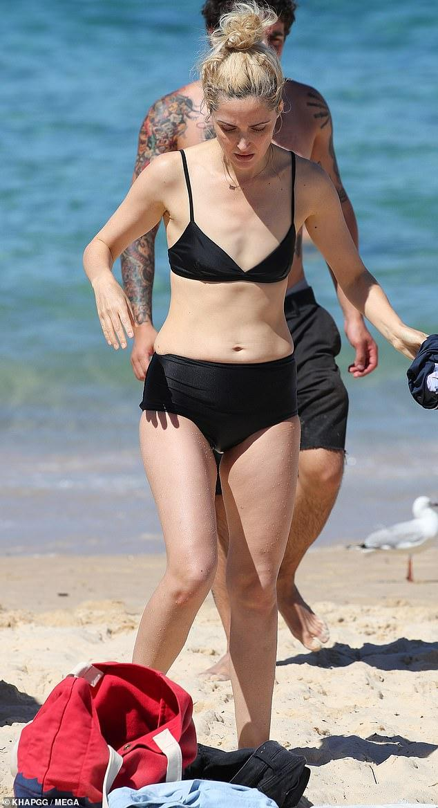 Rose Byrne sexy bikini pictures
