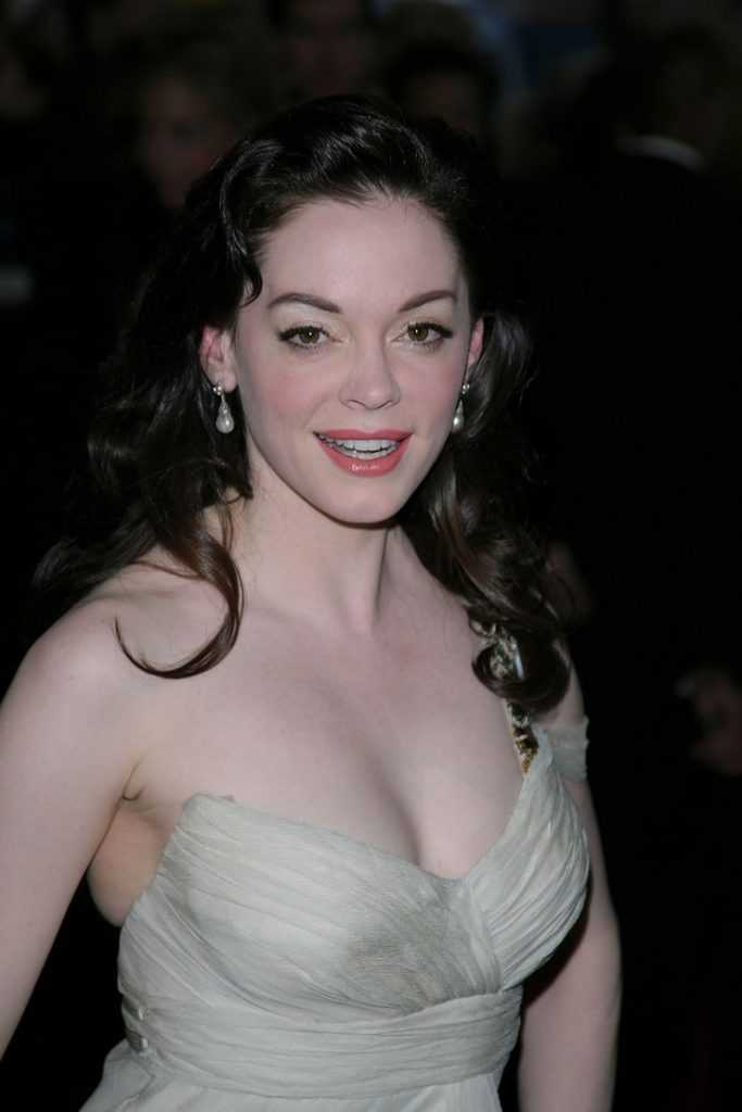 Rose McGowan sexy cleavage pics