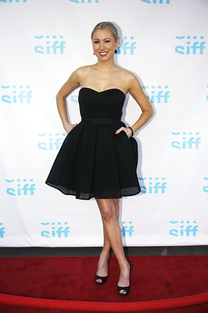 Sara Sanderson sexy black dress pics