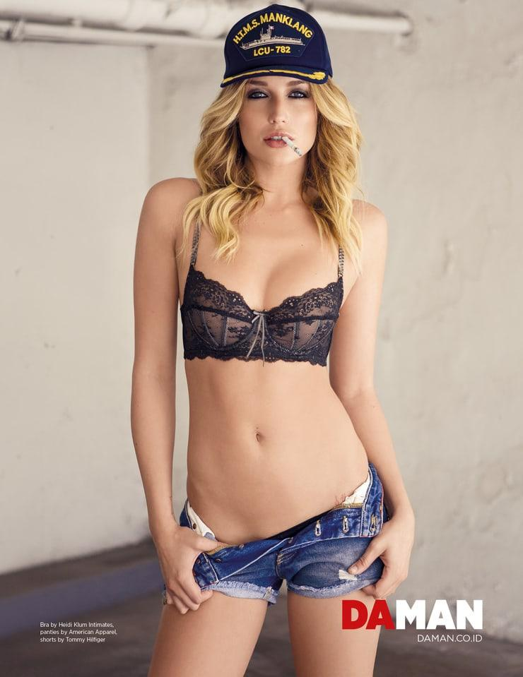 Sarah Dumont sexy bikini pics