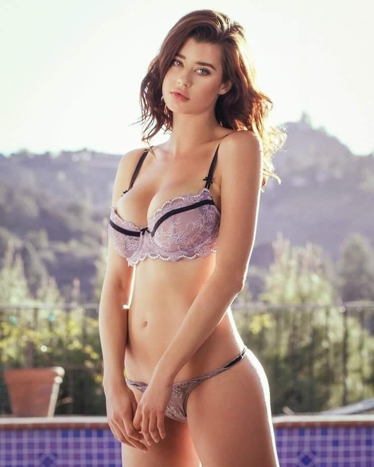 Sarah McDaniel amazing boobs pics