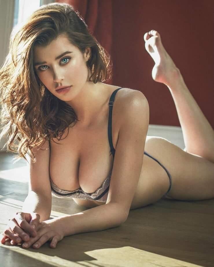 Sarah McDaniel big boobs pics