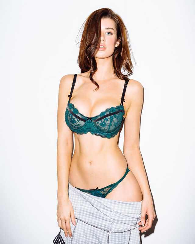 Sarah McDaniel sexy bikini pictures