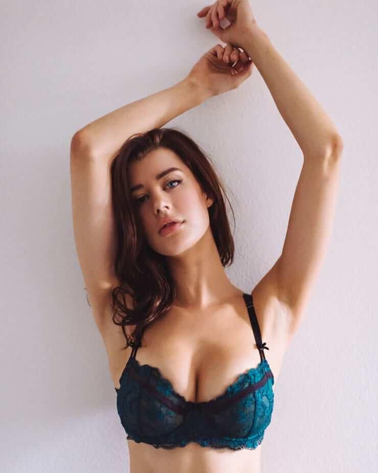 Sarah McDaniel sexy tits pics