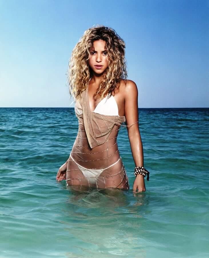 Shakira hot bikini pics