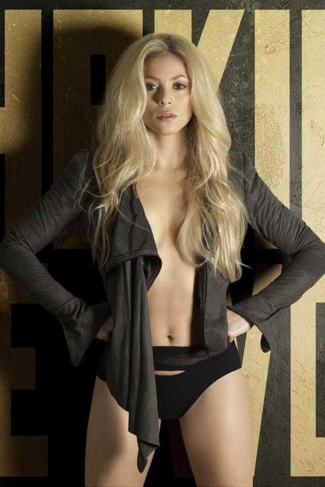 Shakira sexy look pics