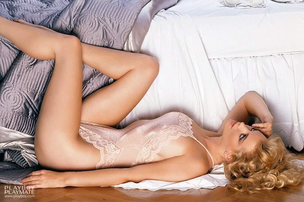 Shannon Tweed sexy look pics