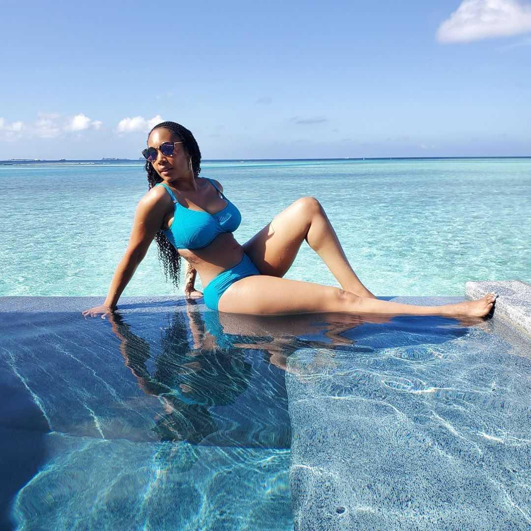 Simone Missick sexy bikini pics