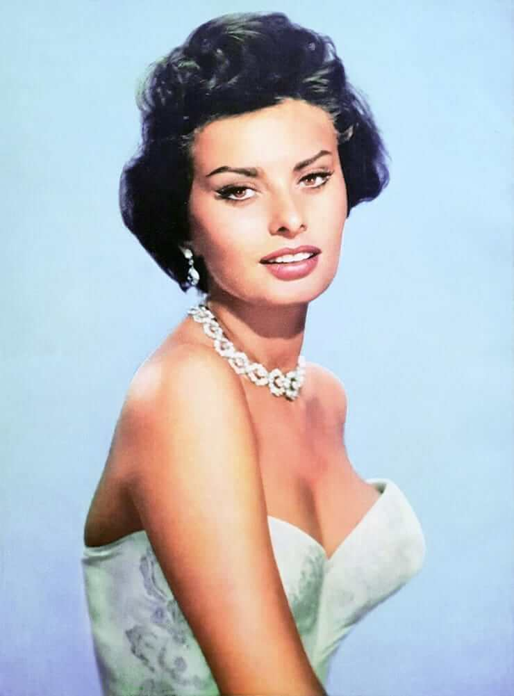 Sophia Loren hot look pics