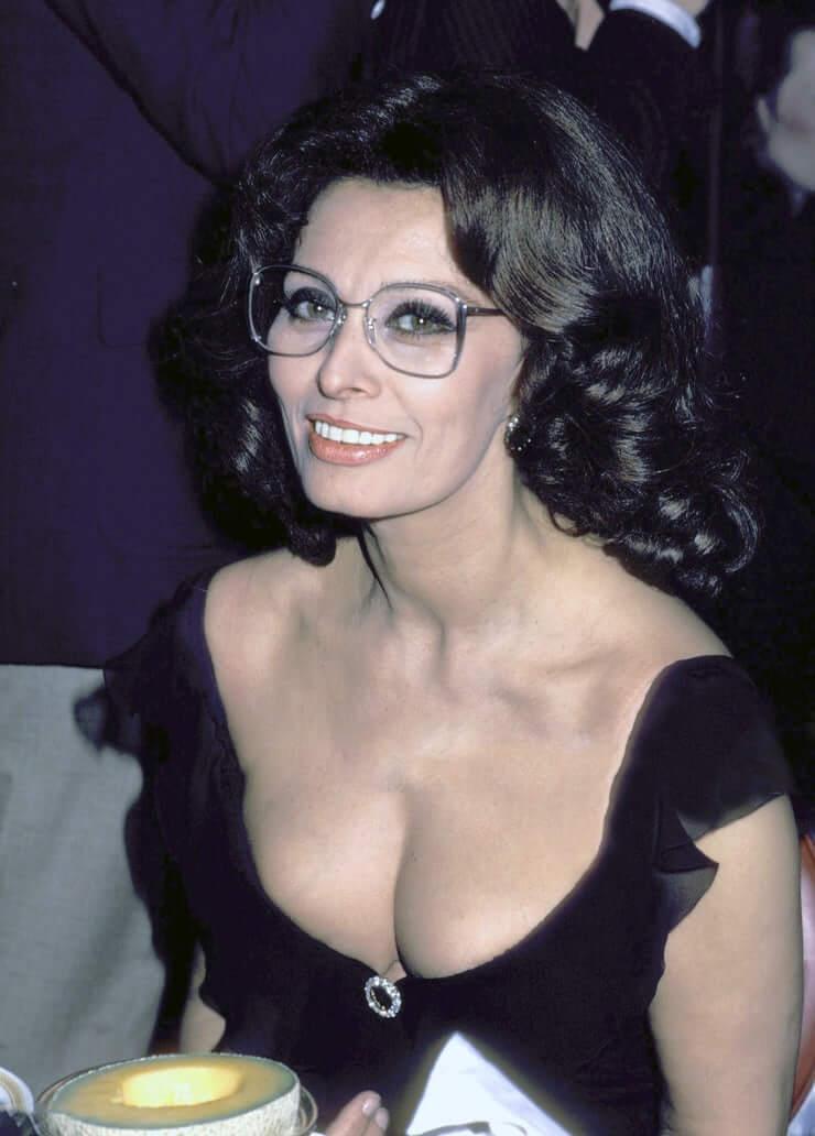 Sophia Loren sexy cleavage pics