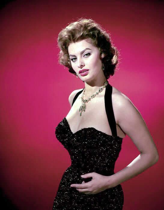 Sophia Loren sexy side boobs pictures
