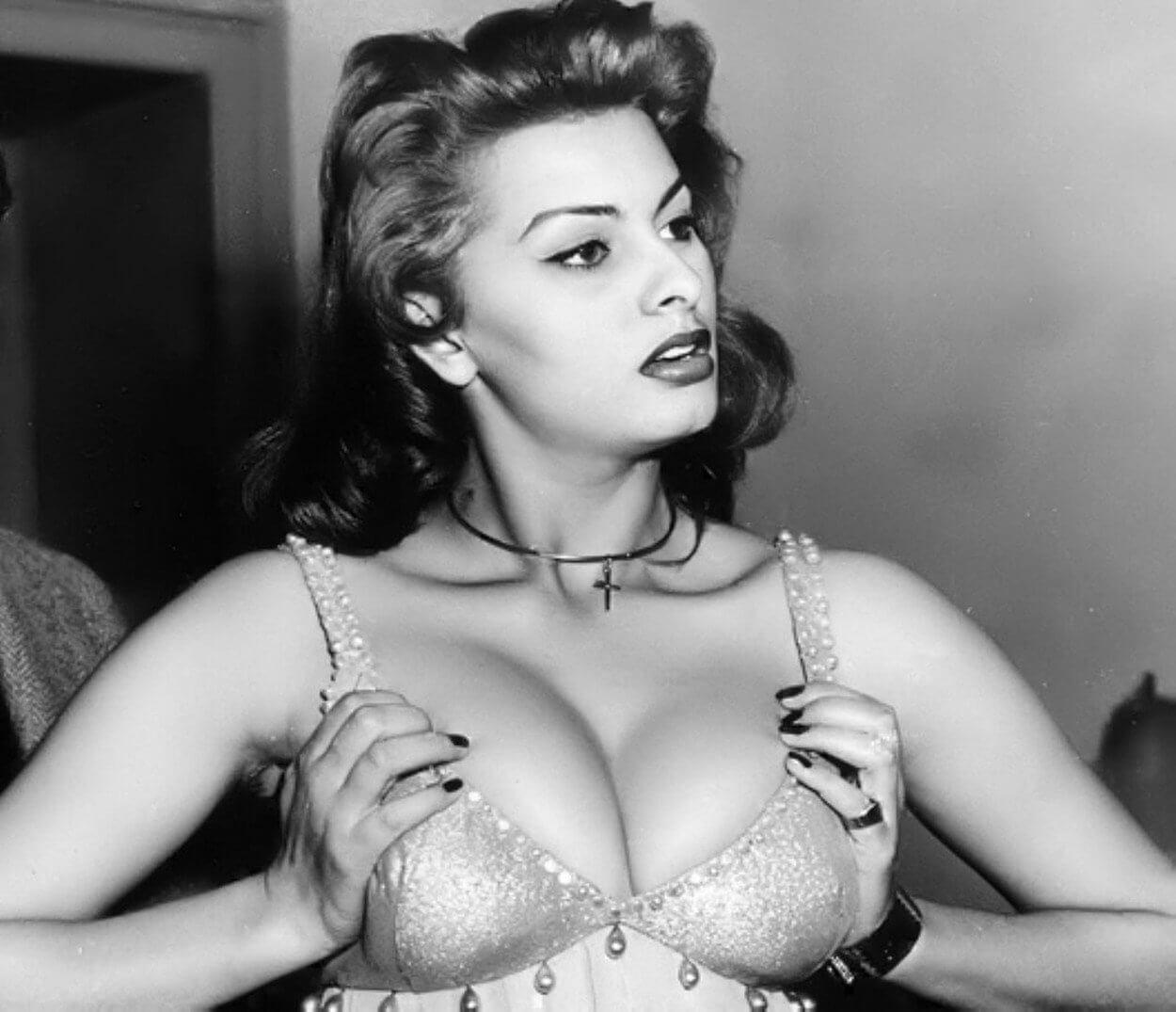 Sophia Loren tits pics
