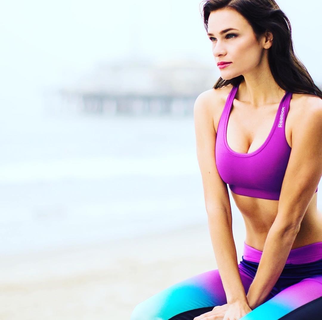 Stephanie Danielson sexy side boobs pics