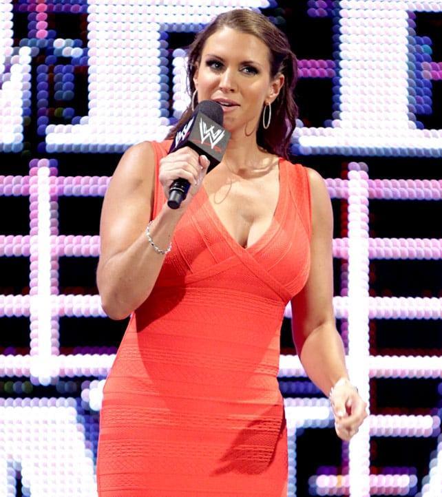 Stephanie McMahon sexy look pic
