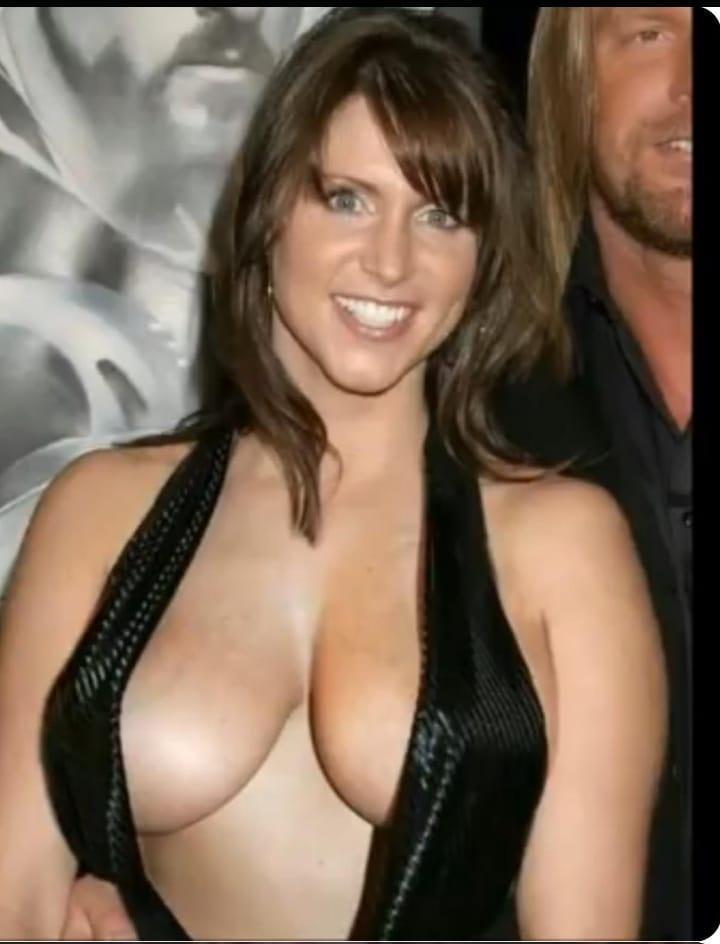 Stephanie McMahon sexy