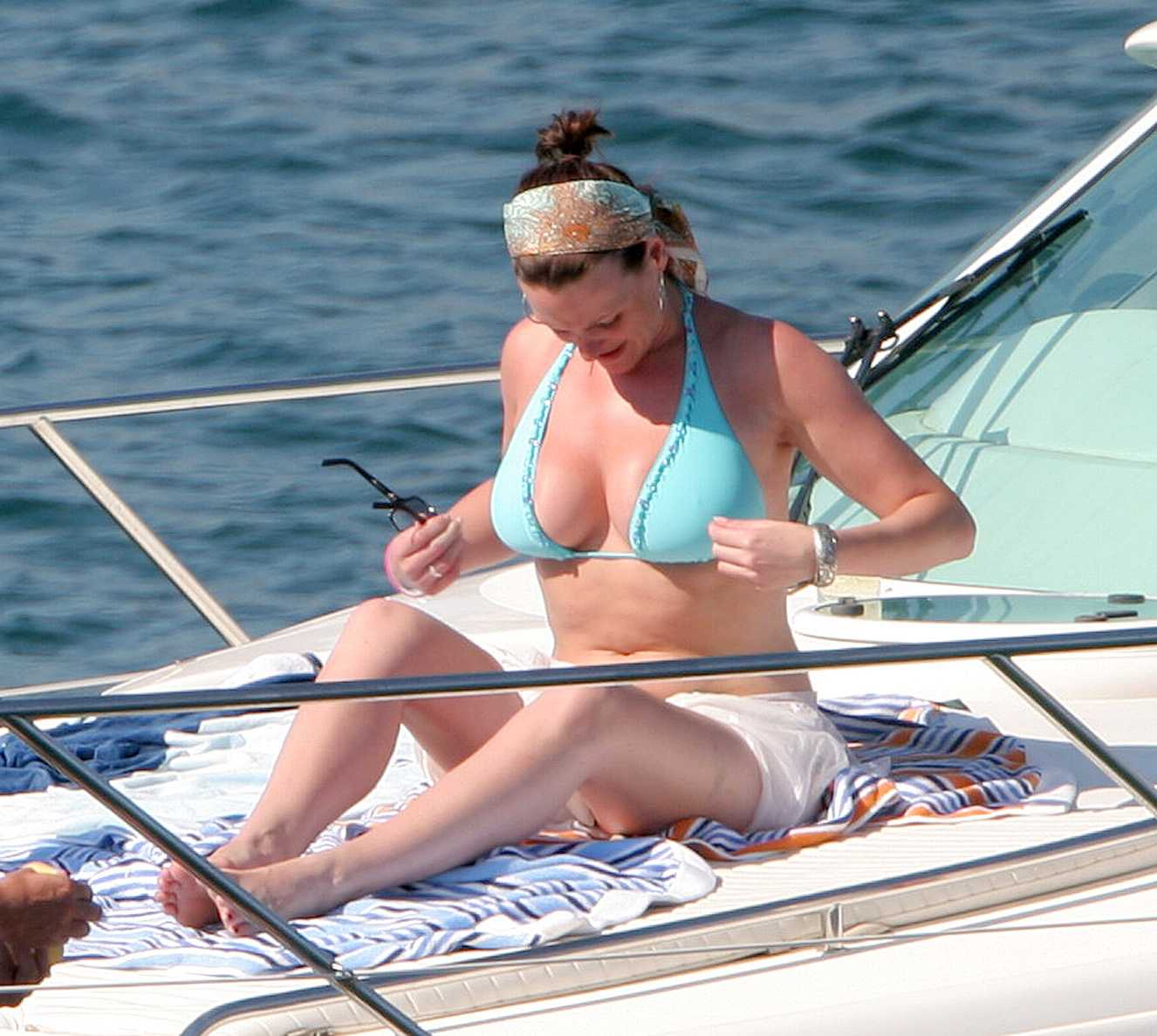 Suranne Jones hot cleavage pic (2)