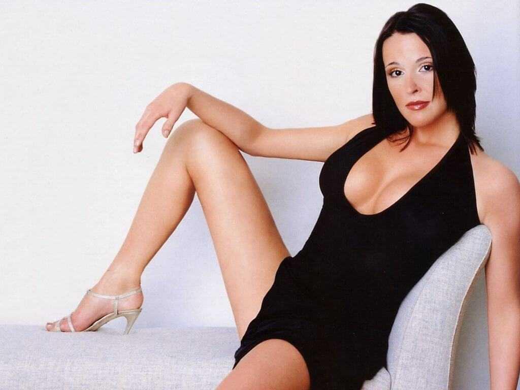 Suranne Jones hot look pic