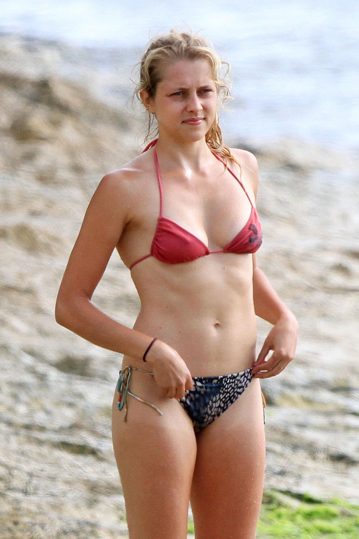 Teresa Palmer sexy bikini pics