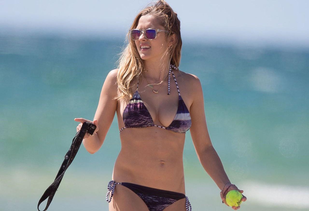 Teresa Palmer sexy tits pics
