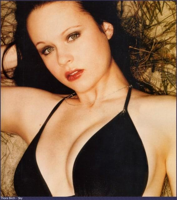 Thora Birch big boobs pics
