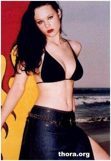 Thora Birch sexy bikini pics