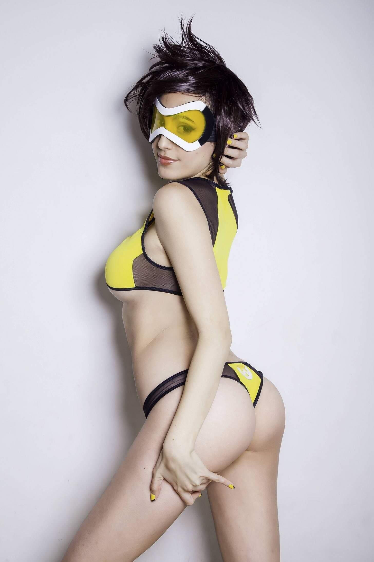 Tracer hot butt pics