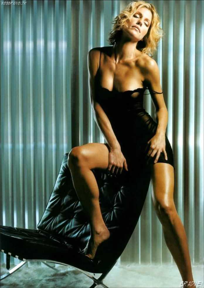 Tricia Helfer busty pics