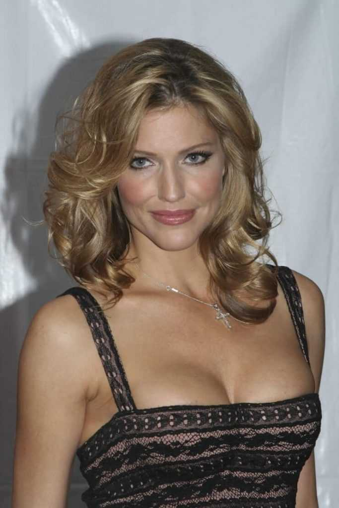 Tricia Helfer hot tits pictures
