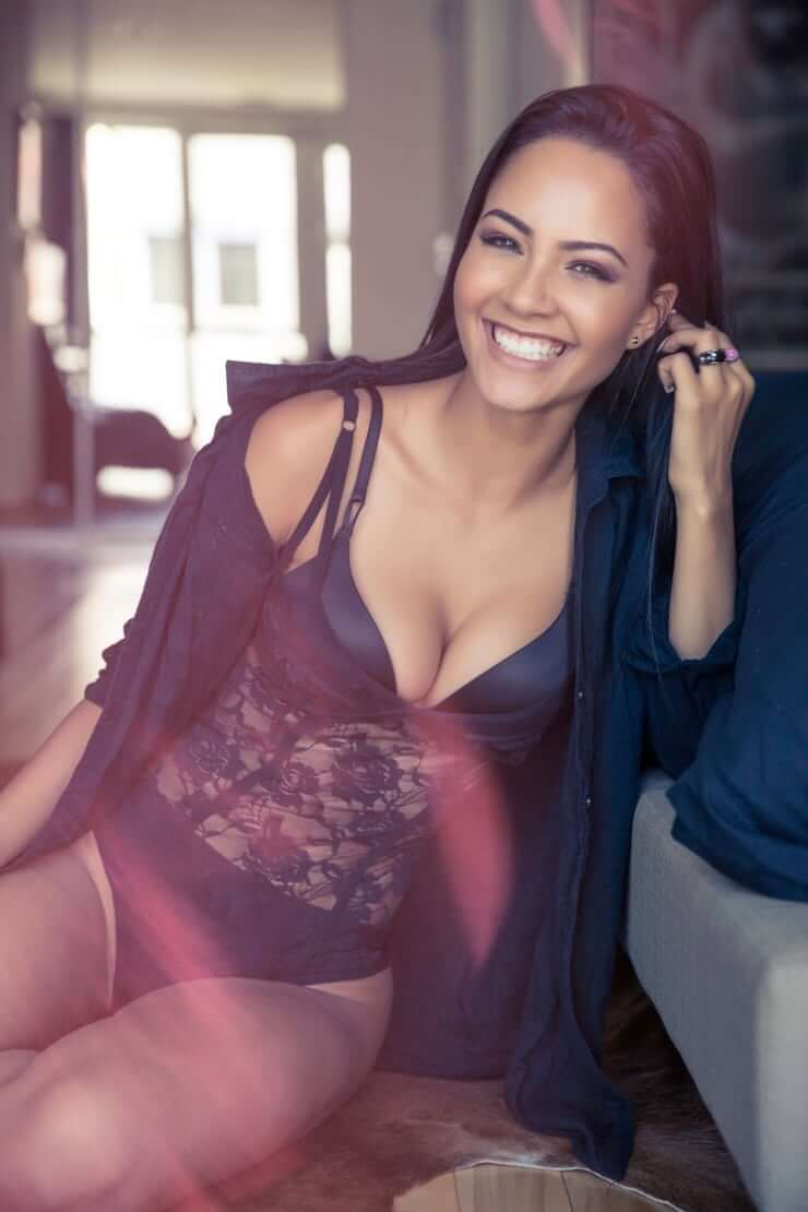 Tristin Mays sexy cleavage