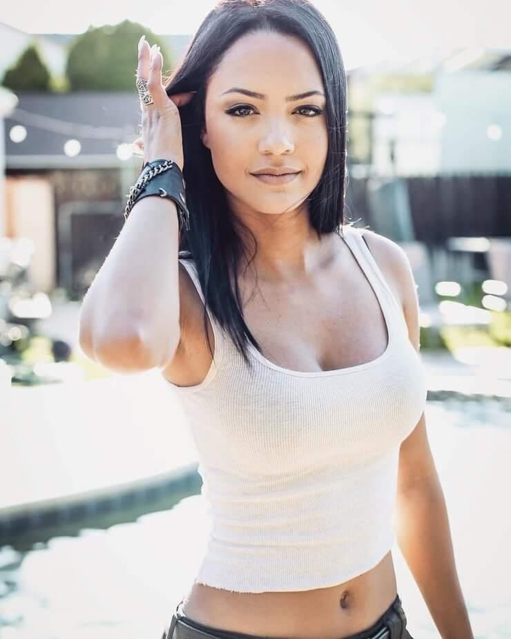 Tristin Mays sexy look